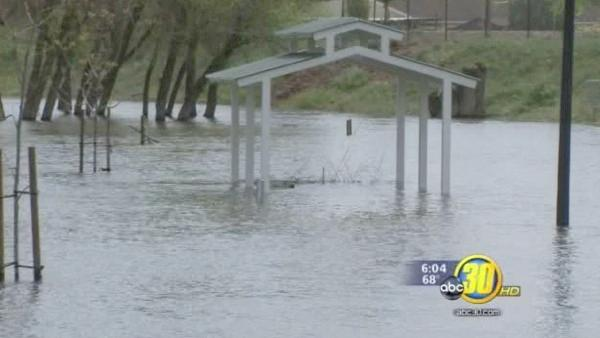 Firebaugh deals with flood water after recent storm