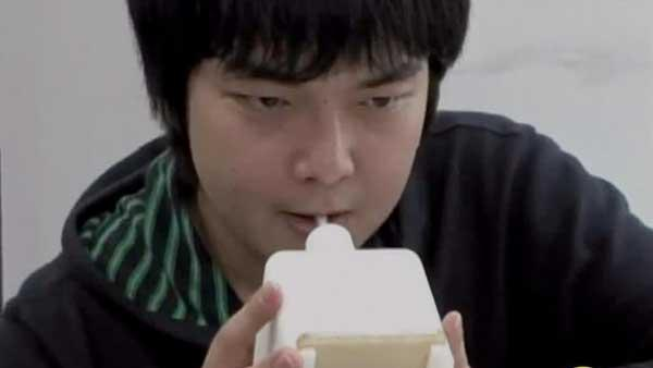 Internet Kissing Machine Invented in Japan