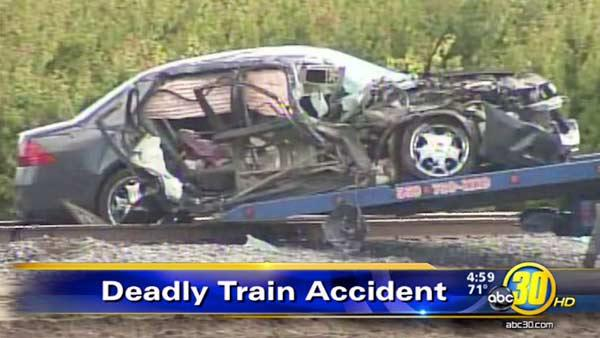 Visalia mother struck, killed by train, injures daughter