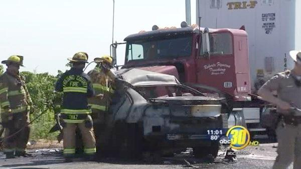Fiery crash kills one on a Fresno County road