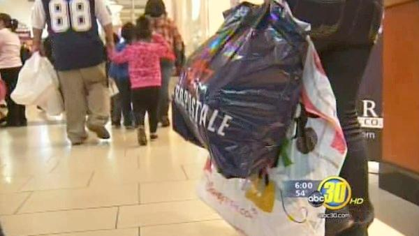 Last-minute shoppers descend on Valley stores