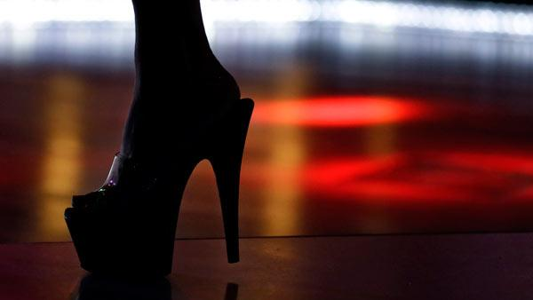 Strip club offers to pay college tuition for dancers