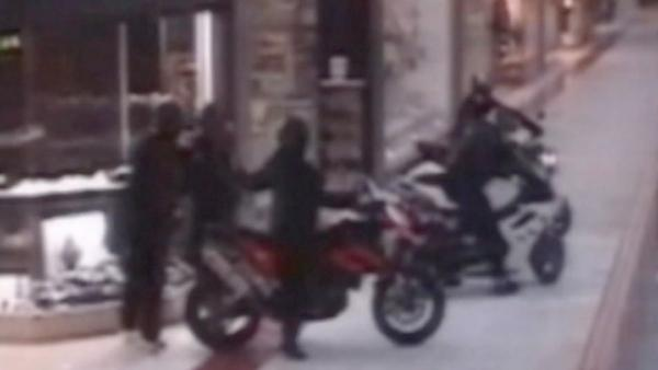 Ax-wielding motorcyclists pull off jewelry heist