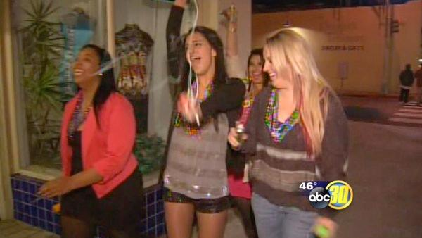 Thousands celebrate Fat Tuesday in Fresno's Tower District