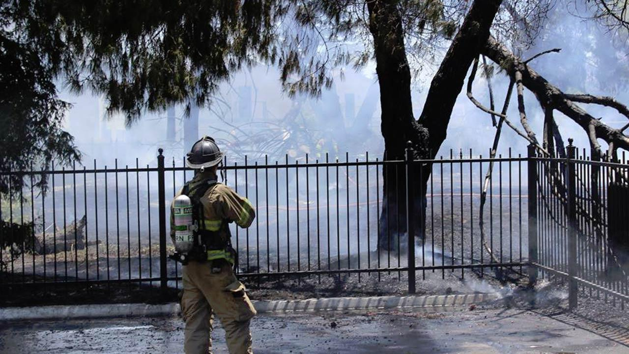 Authorities said the fire was contained in just over an hour. <span class=meta>(Facebook | Rosemary K Sambrano)</span>