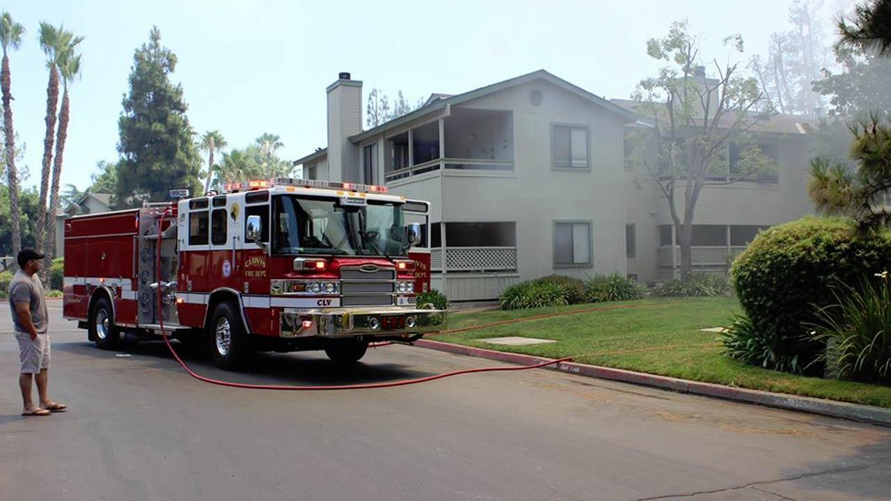 A few minutes later, the more fire crews responded to the Palm Lakes Apartments to further protect the structures. <span class=meta>(Facebook | Rosemary K Sambrano)</span>