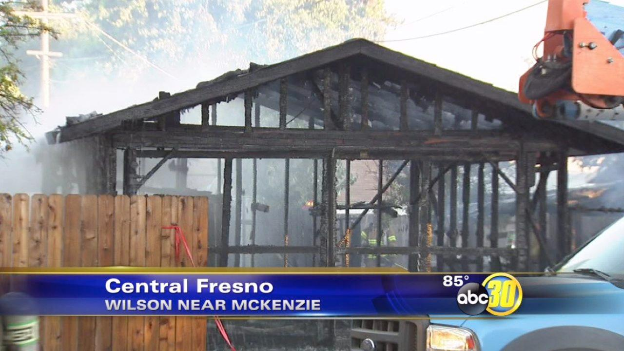 Firefighters save two homes in Central Fresno
