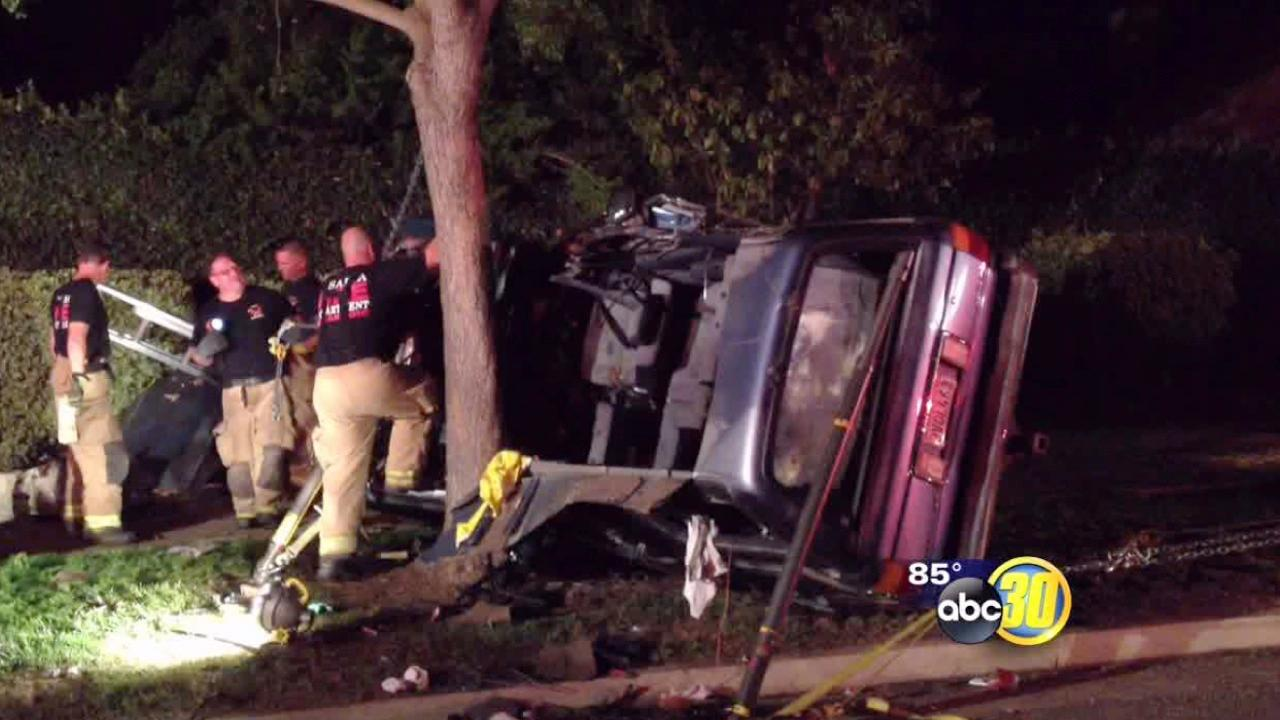 Visalia car crash leaves 4 in hospital
