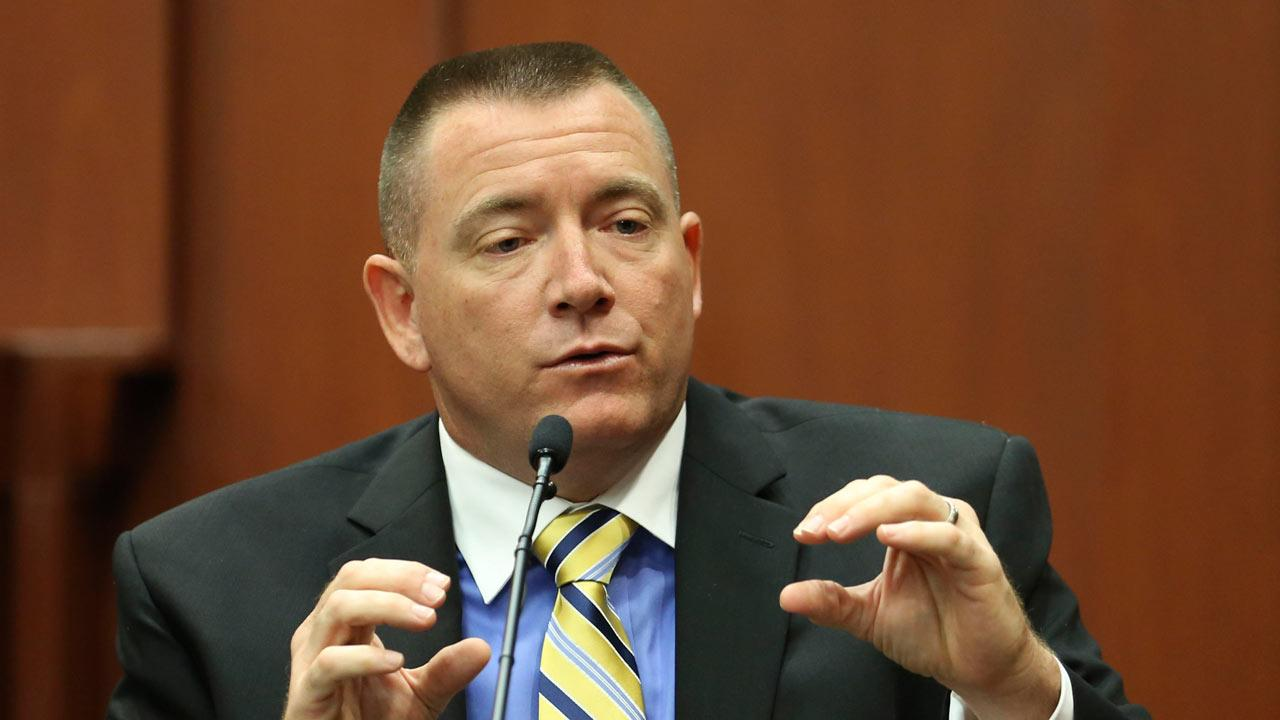 Law enforcement expert Dennis Root testifies during George Zimmermans trial in Seminole circuit court in Sanford, Fla. <span class=meta>(Orlando Sentinel, Gary W. Green, Pool)</span>