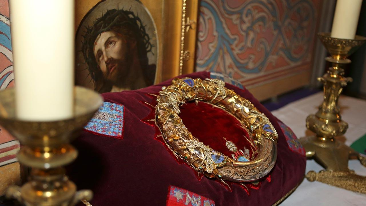 A crown of thorns which was believed to have been worn by Jesus Christ and which was bought by King Louis IX in 1239 is presented at Notre Dame Cathedral in Paris, Friday March 21, 2014.