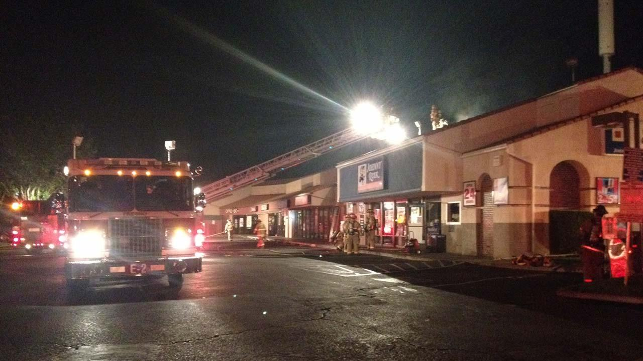 Fire damages Johnny Quick in Northwest Fresno