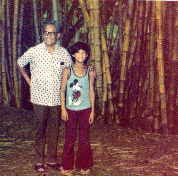 Sontaya and her super stylish dad back in 1976....