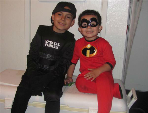 "<div class=""meta ""><span class=""caption-text "">Damian (7) as a swat and his brother bogie (2)as an incredible (KFSN Photo/ uReport.abc30.com)</span></div>"