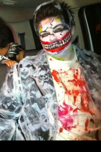 "<div class=""meta ""><span class=""caption-text "">Halloween 2011 (KFSN Photo/ uReport.abc30.com)</span></div>"