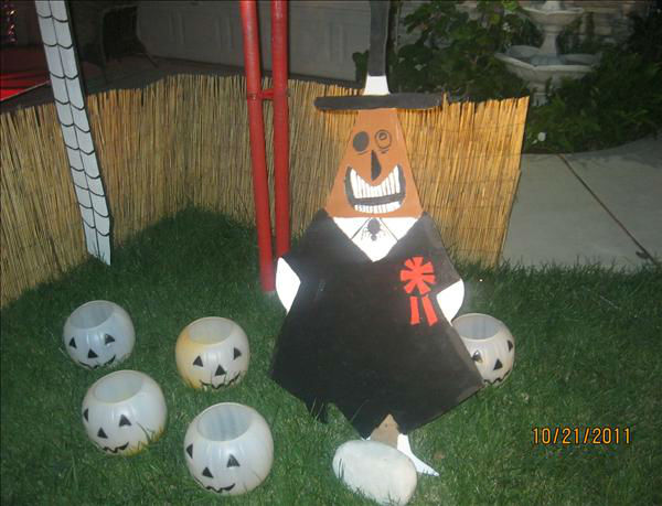 Hello to all do we have Halloween in our front yard.All charactert are handmade with Jack and Sally 6 ft tall and waterfall Lizard and the moon beaning with music in the air.at 2037 E.Yeargin Drive,Fresno.North Shephard and Maple Ave <span class=meta>(KFSN Photo&#47; uReport.abc30.com)</span>