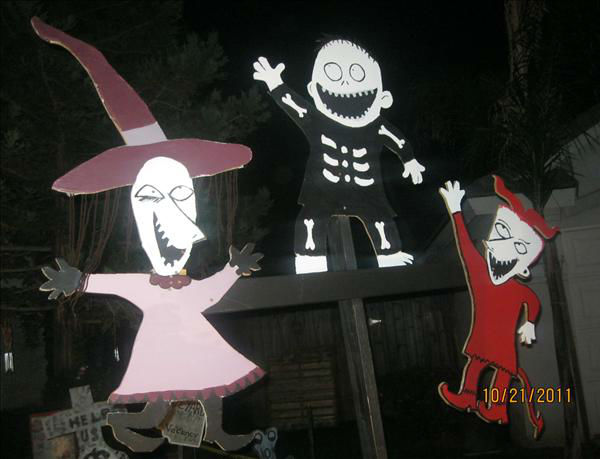 "<div class=""meta ""><span class=""caption-text "">Hello to all do we have Halloween in our front yard.All charactert are handmade with Jack and Sally 6 ft tall and waterfall Lizard and the moon beaning with music in the air.at 2037 E.Yeargin Drive,Fresno.North Shephard and Maple Ave (KFSN Photo/ uReport.abc30.com)</span></div>"