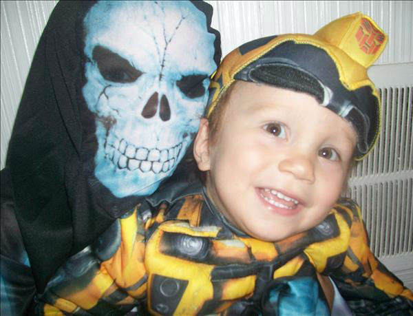 "<div class=""meta ""><span class=""caption-text "">My sons Conor and Ethan..  X-ray Skeleton and Bumble Bee from transformers.. (KFSN Photo/ uReport.abc30.com)</span></div>"