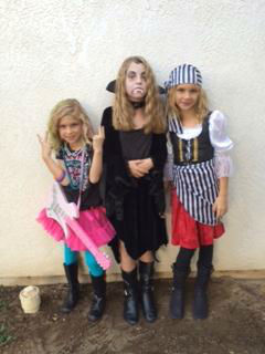 "<div class=""meta ""><span class=""caption-text "">Halloween costumes (KFSN Photo/ uReport)</span></div>"
