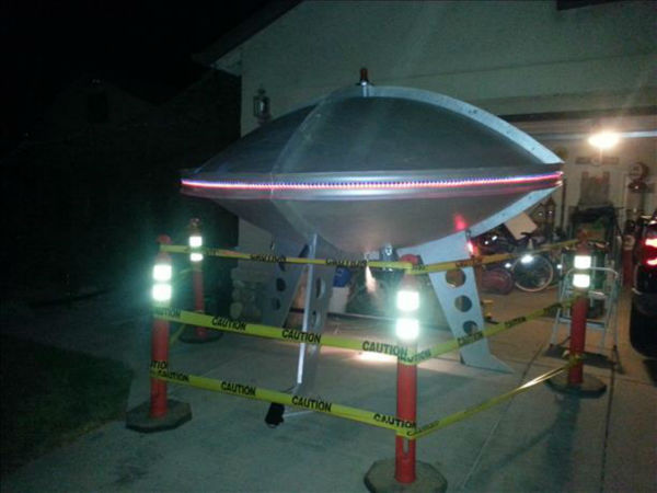 "<div class=""meta ""><span class=""caption-text "">UFO Invades Kingsburg - Holloween Decorations (KFSN Photo/ uReport)</span></div>"