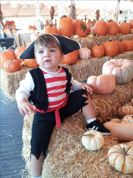 "<div class=""meta ""><span class=""caption-text "">Pumpkin Patch 2013 - Our little pirate Luke. (KFSN Photo/ uReport)</span></div>"