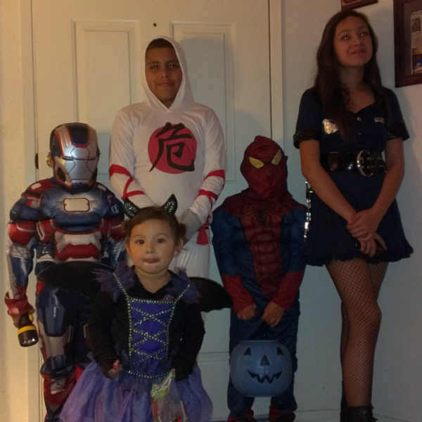 "<div class=""meta ""><span class=""caption-text "">Happy Halloween</span></div>"