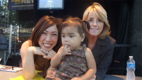 ABC30&#39;s Christine Park and Nancy Osborne make a new friend at the Big Fresno Fair! <span class=meta>(laura)</span>