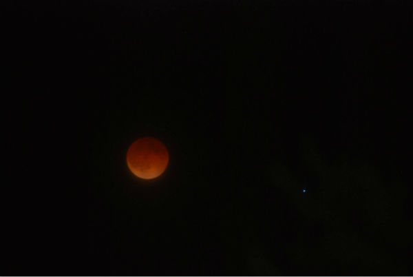 Blood moon as seen around the Valley <span class=meta>(KFSN Photo&#47; Facebook &#47; Joanna Daranouvong)</span>