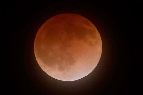 Blood moon as seen around the Valley <span class=meta>(KFSN Photo&#47; Facebook &#47; Chris Geiger)</span>