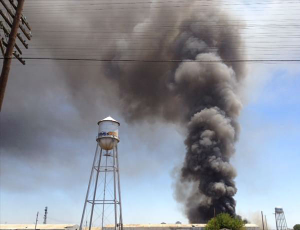 Carpet Fire south of Downtown Fresno <span class=meta>(KFSN Photo&#47; uReport.abc30.com)</span>