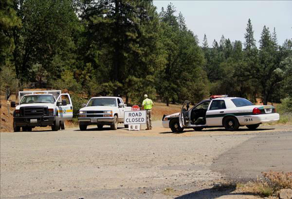 Road block at Carstens Road in Mariposa County <span class=meta>(KFSN Photo&#47; uReport &#47; John-Mark Brix)</span>