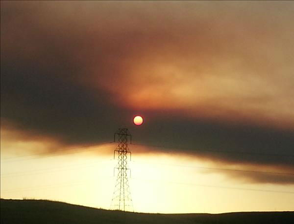 "<div class=""meta ""><span class=""caption-text "">Picture of the Sun through smoke from Carstens fire. Takenin Tivy Valley just below Pine Flat Dam. (KFSN Photo/ uReport / teregirl)</span></div>"