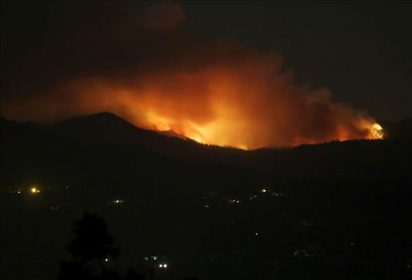 Carstens Fire in Midpines, 9:30pm June 16th, from Merced Ca <span class=meta>(KFSN Photo&#47; uReport &#47; Christine_H)</span>