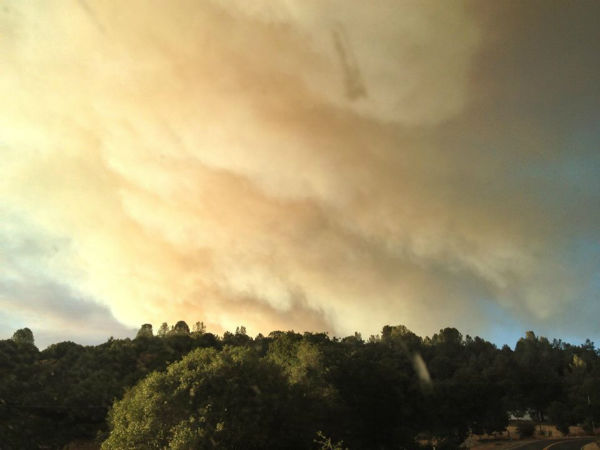 Carstens Fire from Mariposa&#47;Madera county line off Highway 49. <span class=meta>(KFSN Photo&#47; Facebook &#47; Justin DenBeste)</span>