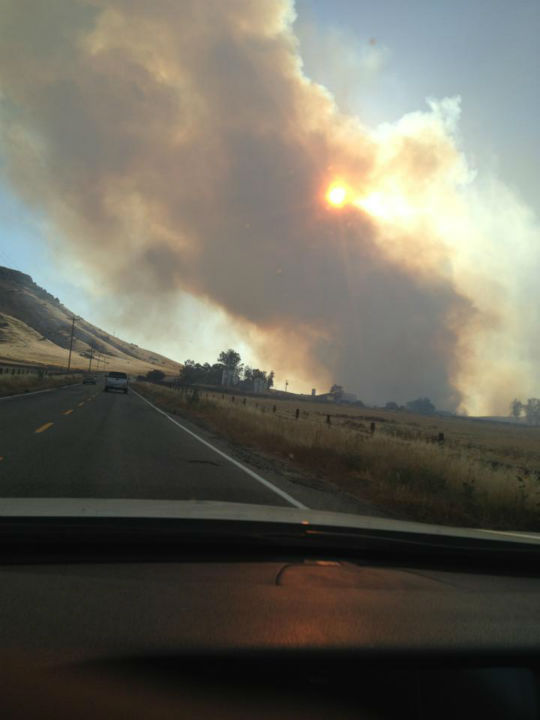 Rolling Fire on Road 145 to Milterton <span class=meta>(KFSN Photo&#47; Facebook &#47; Randeep Dogra)</span>