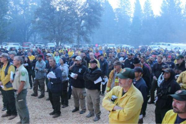 Audience Gathers for AM Briefing <span class=meta>(KFSN Photo&#47; Mike McMillan - USFS)</span>