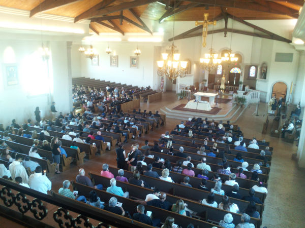 "<div class=""meta ""><span class=""caption-text "">Hundreds of people showed up at the Holy Cross Catholic Church to pay their respects to PFC. A.J. Pardo of Porterville, a 21 year old member of the military killed by an IED July 8th in Afghanistan.  (KFSN Photo/ Linda Mumma)</span></div>"