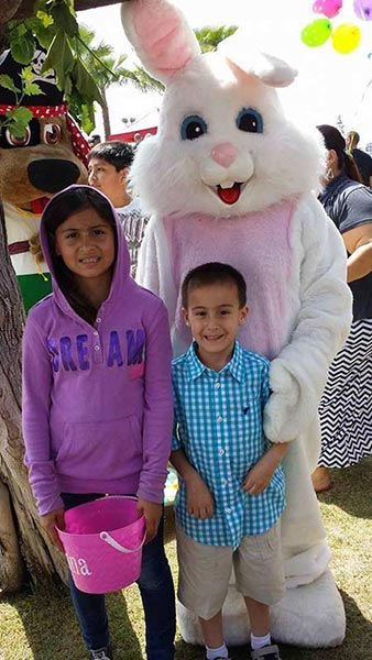 "<div class=""meta ""><span class=""caption-text "">Kids pose for a photo with the Easter bunny. (Facebook / Tara Buik)</span></div>"