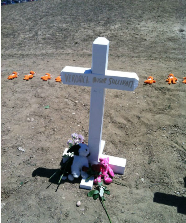 A cross for the youngest victim, 6-year-old Veronica Moser Sullivan. So sad. <span class=meta>(KFSN Photo&#47; Rick Montanez)</span>