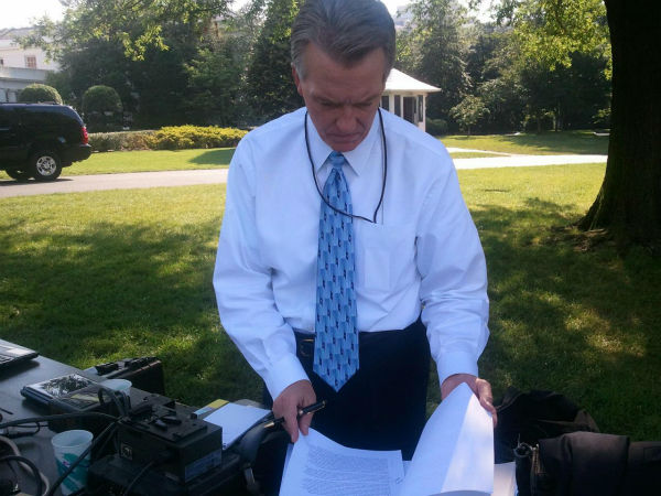 Warren Armstrong prepares for his interview with President Barack Obama. <span class=meta>(KFSN Photo&#47; Marquese Brown)</span>