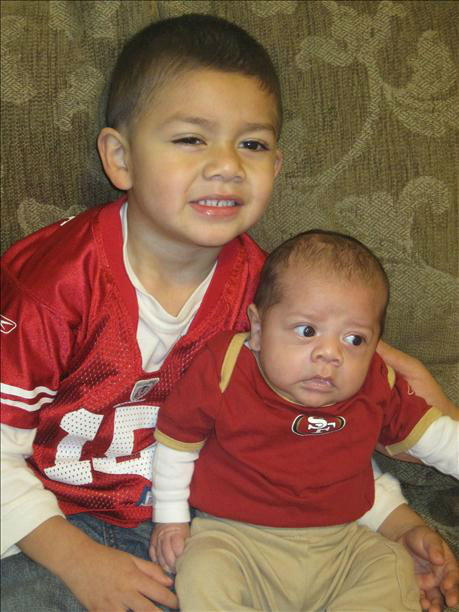 "<div class=""meta image-caption""><div class=""origin-logo origin-image ""><span></span></div><span class=""caption-text"">Landon and baby Derek ready to watch the 49er game! Go Niners!!! :) (KFSN Photo/ uReport)</span></div>"