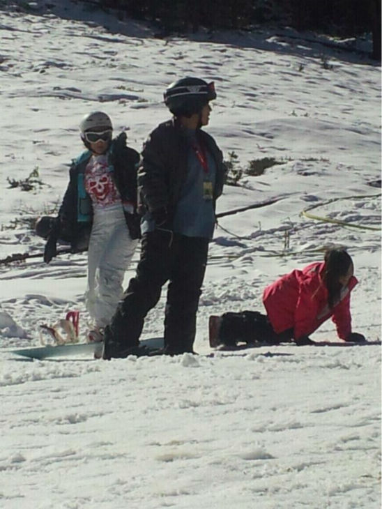 Beginner boarders on the bunny slope. <span class=meta>(KFSN Photo&#47; Linda Mumma)</span>