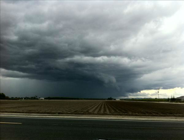 Thunderstorm south of Visalia Ca <span class=meta>(KFSN Photo&#47; uReport)</span>
