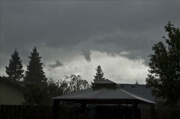 Funnel Cloud in Tualre -- Captured this image from my backyard in Tulare CA! Thought I&#39;d share... <span class=meta>(KFSN Photo&#47; uReport)</span>
