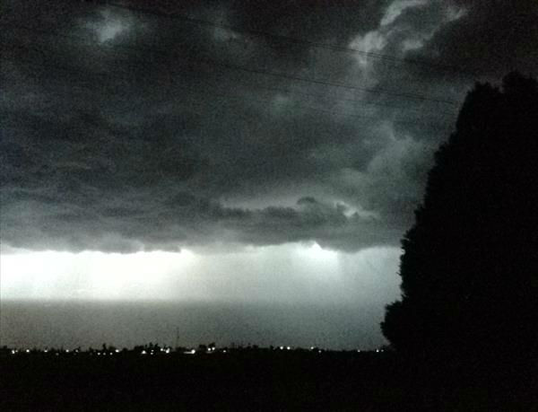Lightning storm over Biola 8:10pm <span class=meta>(KFSN Photo&#47; uReport)</span>