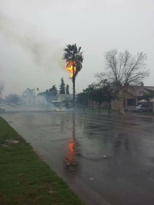 "<div class=""meta ""><span class=""caption-text "">A lightning bolt just hit by my cousin's mother in law's house. In Reedley. (Facebook / Anaisbel Armas)</span></div>"