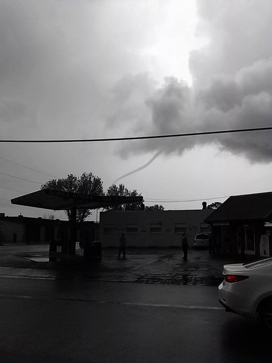 Funnel cloud in Dos Palos <span class=meta>(Facebook &#47; Paulina Gutierrez)</span>