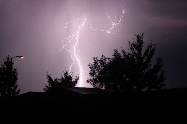 "<div class=""meta ""><span class=""caption-text "">Lightning in Tulare (KFSN Photo/ Facebook / Matthew J. Desatoff)</span></div>"