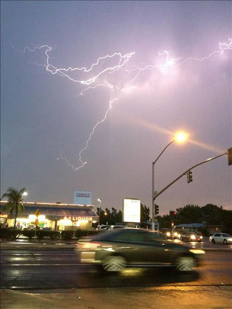 Lighting in the Valley on Monday evening <span class=meta>(KFSN Photo&#47; uReport &#47; Launa Grunau)</span>