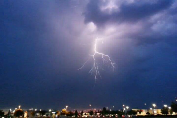 Cool lightning pictures overlooking Herndon and Fowler <span class=meta>(KFSN Photo&#47; Facebook &#47; Brian Jennings)</span>