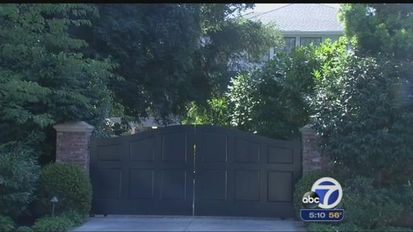 Zuckerberg buys four homes next to his property